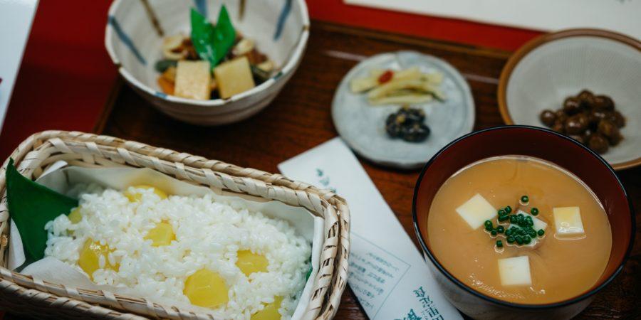 Coutumes japonaises à table otodoke