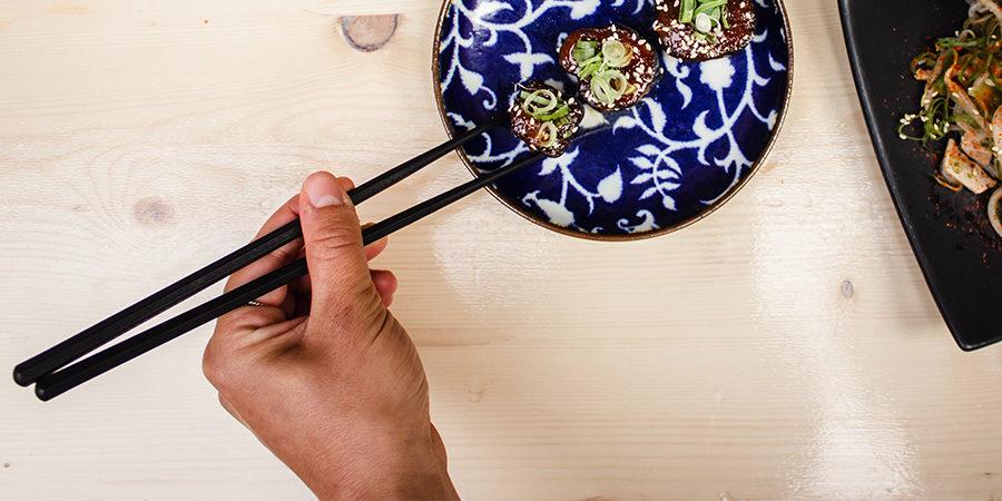 Utilisation baguettes japonaises